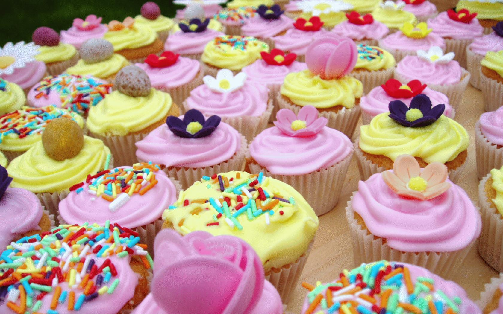 Yabani Böğürtlenli Cupcake