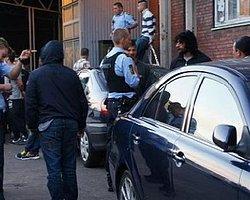 Camiye Ayakkabıyla Giren Polis Özür Diledi