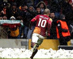 Prandelli, Sneijder'i Bekliyor