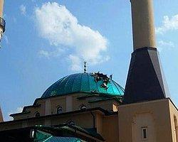 Donestk'teki İstanbul Ahat Camii'ne Havan Topu İsabet Etti