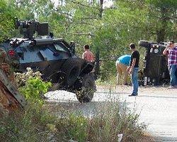 Askeri Minibüs Devrildi: 12 Asker Yaralı