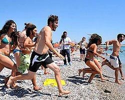 Antalya'da Kadınlar Plajına Protesto