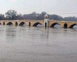 Bulgaristan Baraj Kapaklarını Açtı, Meriç Alarm Vermeye Başladı