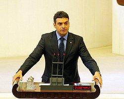 """CHP Başbakan Ahmet Davutoğlu'na, """"Siz 'gücümüzü sınamayın' derken Kuveyt Büyükelçisi Türkiye'yi nasıl tehdit edebiliyor?"""" diye sordu."""