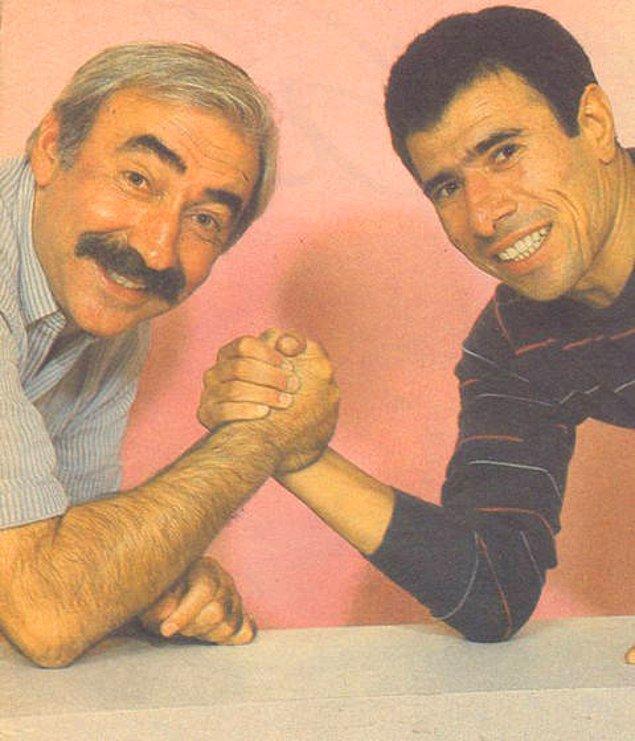 19. Şener Şen ve İlyas Salman'ın bilek güreşi.