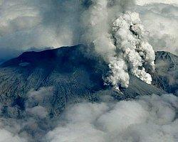 Japonya'daki Yanardağ Patlamasında 30 Kişi Öldü