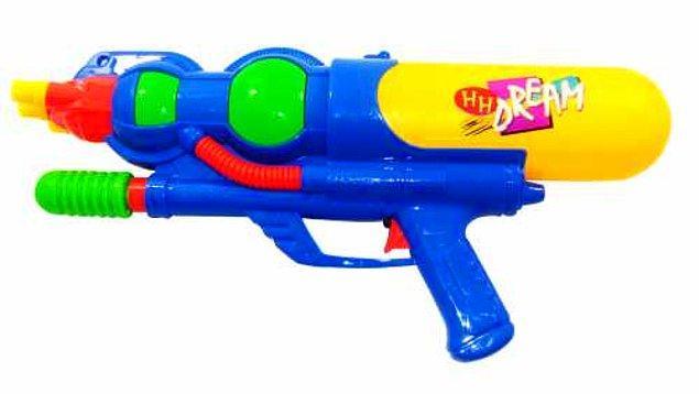 En çok istediklerimizden su tabancası..