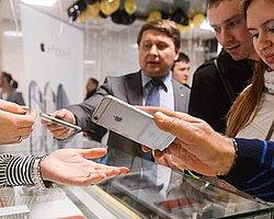 Dünya'da En Ucuz iPhone Rusya'da Satılıyor