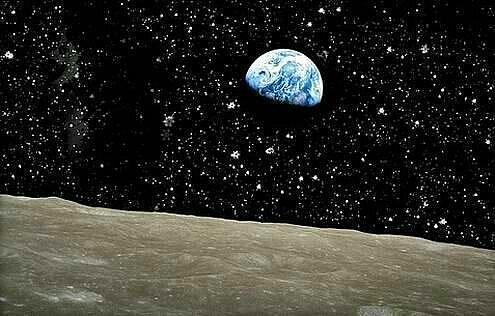 Наша планета с поверхности Луны.