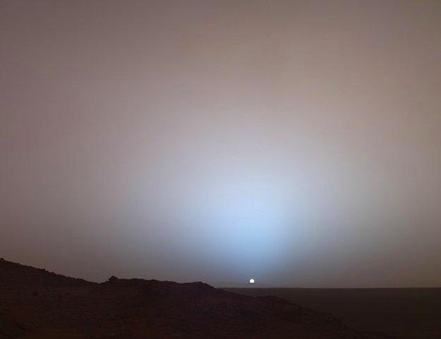 15. Yine Güneş, bu kez Mars'ın yüzeyinden görünümü.