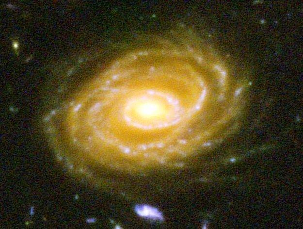 А вот одна из этих Галактик – UDF 423. Эта галактика в 10 миллиардах световых лет от нас. Глядя на эту фотографию, вы смотрите в далекое прошлое.