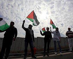 İsrail Filistin Bayrağı Taşıyanları Cezalandıracak