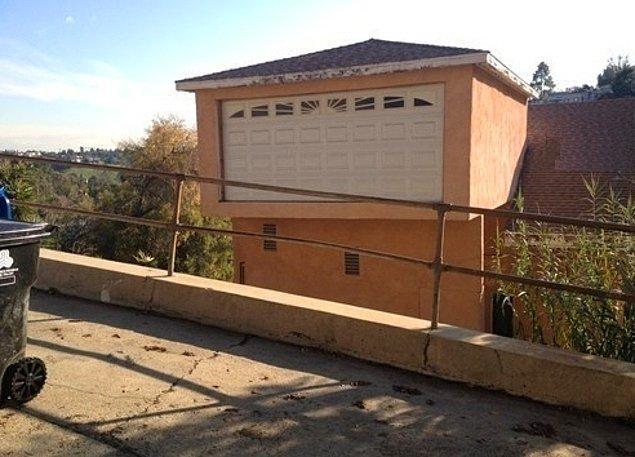 4. Bu evi inşa edenler, gelecekte Jetson'lar gibi yaşayacaklarını düşünmüş olmalılar..