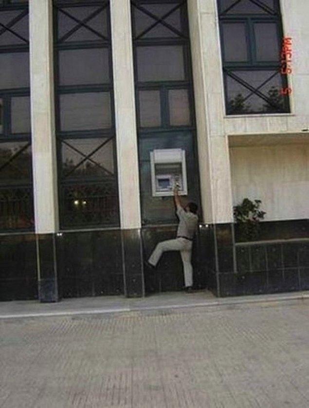 14. Gulliver'e ait bir bankanın ATM'si...