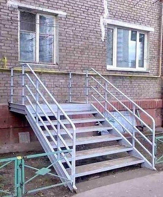 """16. Zamparalar için özel üretim, """"pencere altı kaçış"""" merdiven sistemleri..."""