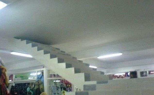 21. Üst kattaki mağazaların daha fazla ciro yaptığını düşünen, giriş katındaki dükkan sahiplerinin, sorunlarına bulduğu çözüm...
