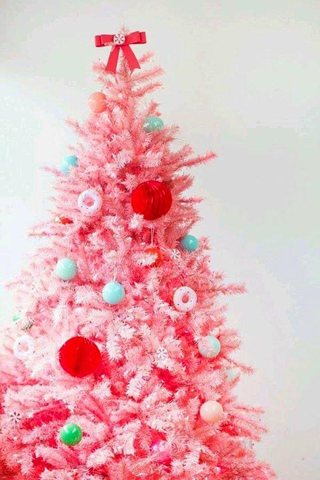 2. Pembe çok sevenlerin kalplerini hızlandıracak yılbaşı ağacı önerileri.