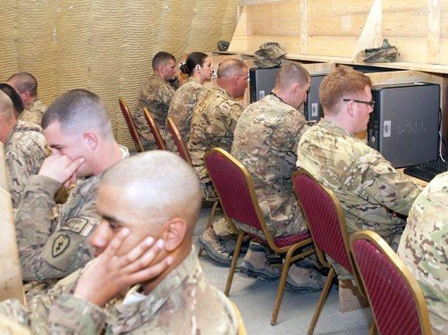 3. Çarşı izinlerinde askerlerin zamanlarının çoğunu harcadığı mekanların başında gelir.