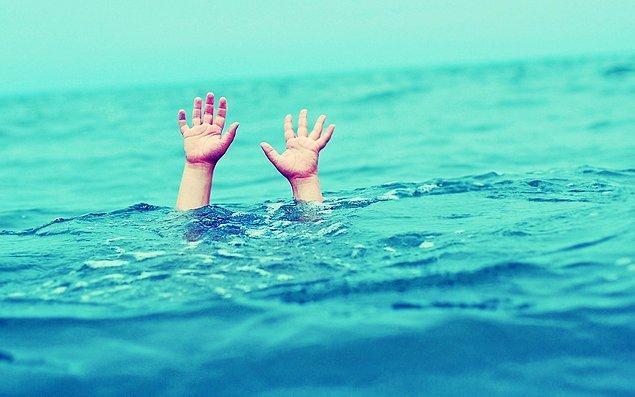 3- Çin'de bir insanı boğulmaktan kurtarmak yasak.