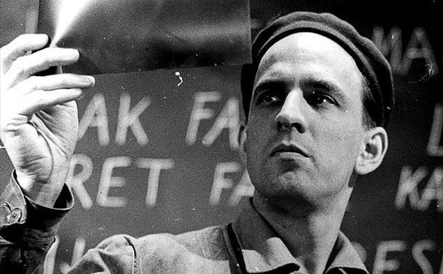 """11. Ünlü yönetmen Ingmar Bergman """"Hayatın bir yansımadan ve rüyadan ibaret olduğunu betimleyerek yeni bir dil icat eden Tarkovsky benim için büyük bir yönetmendir."""" demiştir."""