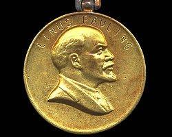 Ölümünden sonra 1990'da sinema sanatına olağanüstü katkısı, evrensel insani değerleri ve hümanist düşünceleri olumlayan yenilikçi filmleri nedeniyle Tarkovsky'ye Lenin Ödülü layık görüldü.