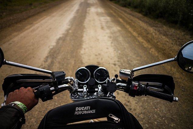 43. ''Yollar aniden pis bir hal alıyor. Taşlı ve çamurlu oluyor.''