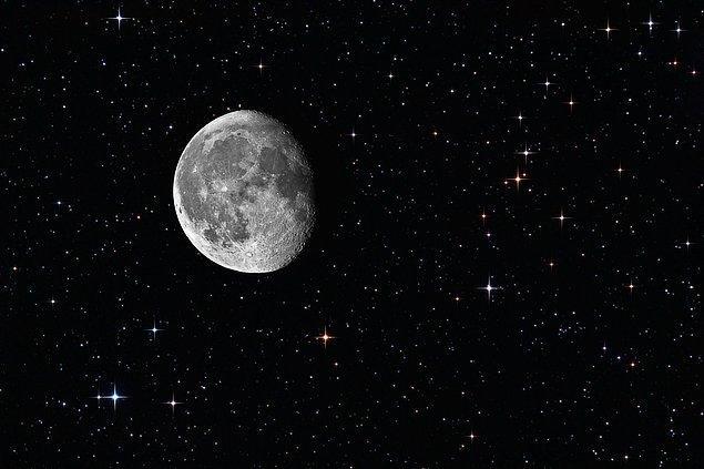 Ay'da bir çeşit elektrik var sanki. Bir tür nabız atışı, bir enerji, Güneş'in aydınlığında bulunmayan bir şey.