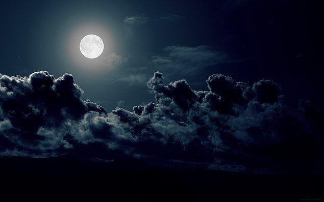 Ancak geceleri farkına varabiliyoruz gerçek arzularımızın.