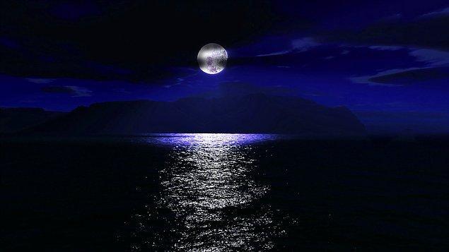 3. Gece tutkudur, bir aşk hikayesidir ve düşüncenin zamanıdır.