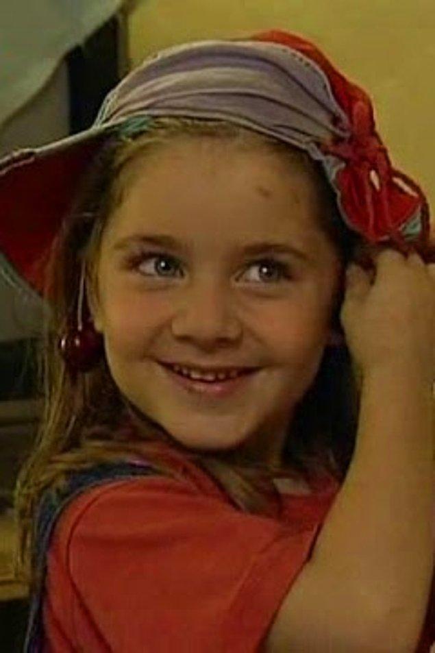 24. Ayşecik dizisinin minik kızı Ecem Kanun şimdi genç bir kız.