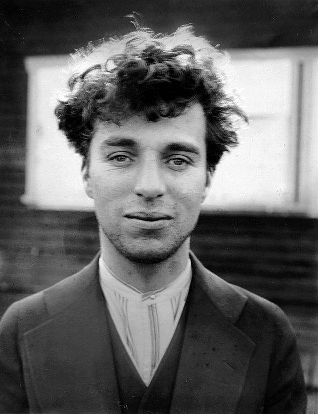 12. Makyajsız Charlie Chaplin.