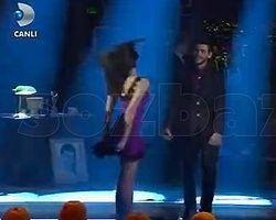 Seksi Şarkıcı Ayşe'nin frikiği yürek hoplattı - VİDEO İZLE
