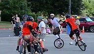 Tek Tekerlekli Bisikletlerle Amerikan Futbolu Oynamak