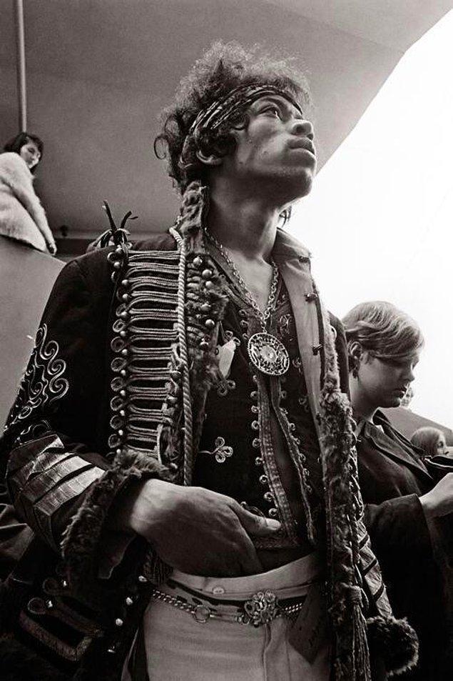 31. Jimi Hendrix Monterey Pop Festivali'nde sahne arkasında, 1967.