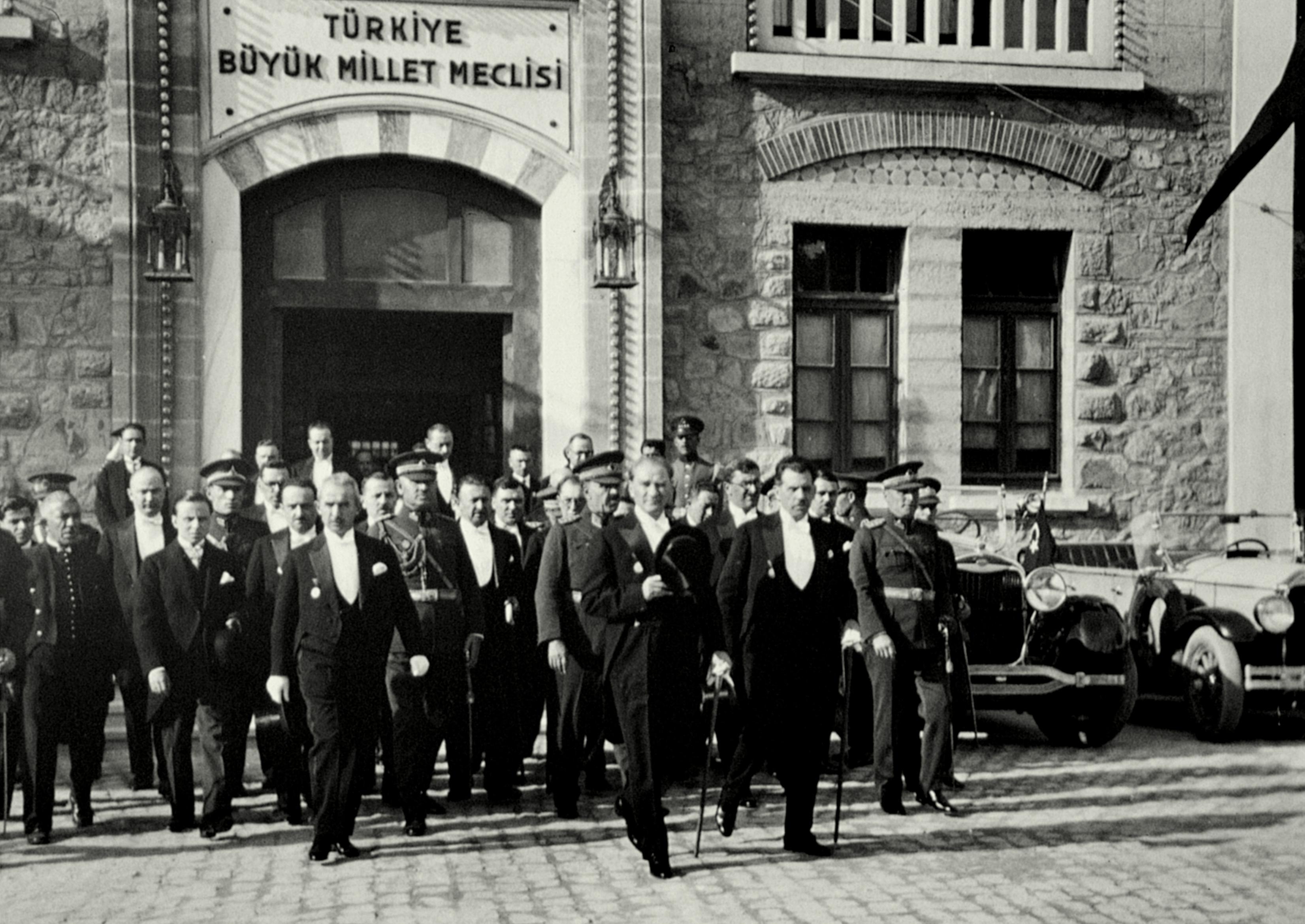Atatürkün Gecesini Gündüzüne Kattığı Uğrunda Büyük Kavgalar Verdiği Kadın Hakları Mücadelesi 77