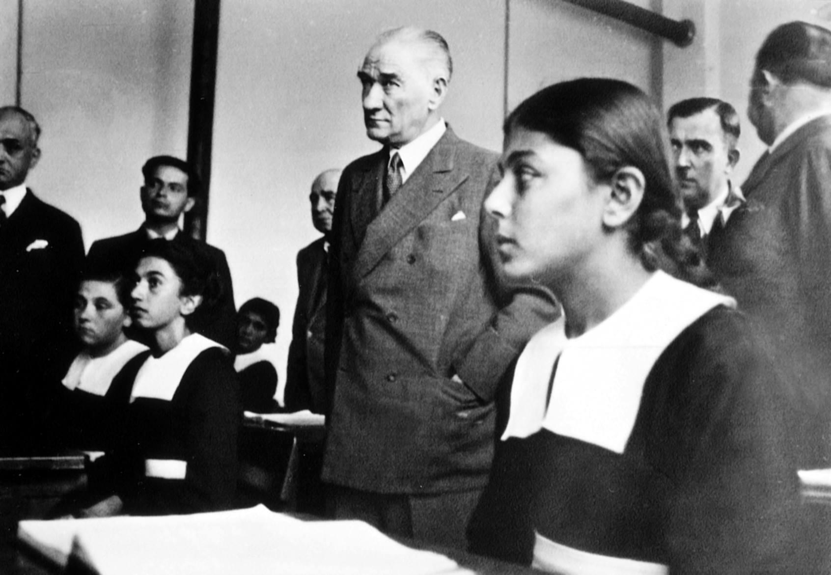 Atatürkün Gecesini Gündüzüne Kattığı Uğrunda Büyük Kavgalar Verdiği Kadın Hakları Mücadelesi 93