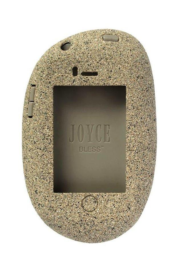 23. Tablet şeklinde kılıf fakat insanlık tarihindeki ilk tablet.