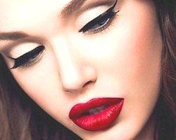 10. Eyeliner veya farınızın bittiği yere ya da koşesine beyaz kalem sürerseniz daha keskin bir görünüm elde edersiniz.