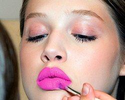 5- Olduğundan kalın gösterilmeye çalışılan dudaklar.