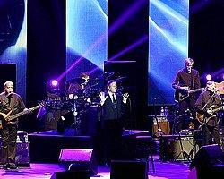 Julio Iglesias Verdiği Konserle İstanbul'u Büyüledi