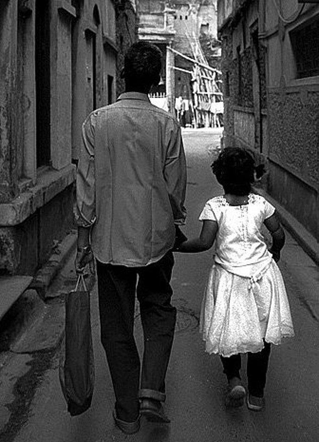 7. Geleceklerini yönlendiren babaları değil, gördükleri ve yaşadıklarıdır.