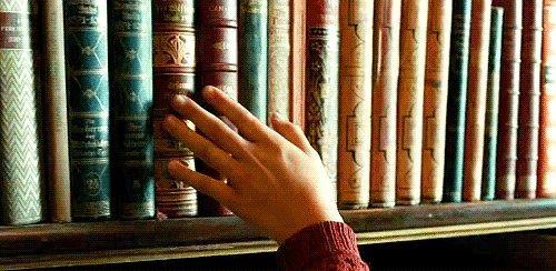 Kitap okuyun.