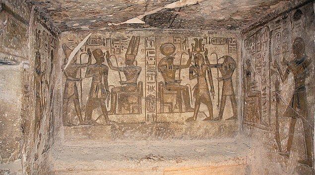 7. Böylece Tutankhaton döneminde rahipler, eski dini ve siyasi güçlerini tekrar kazandılar ve 'Eski Rejim' tekrar canlandı.