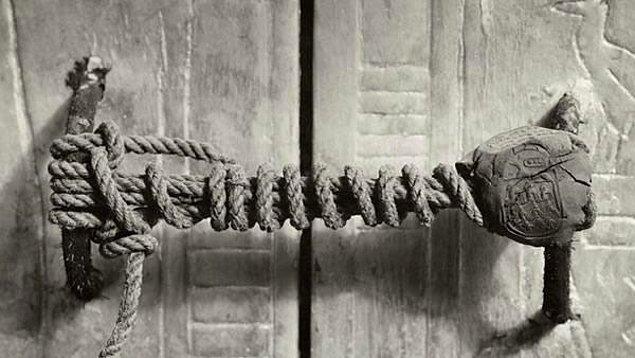 21. Aaa! 'Tutankhaton'un Laneti' ve mezarının açılması sırasındaki 'talihsizlikleri' anlatmayı unuttum! Artık o da bir sonraki galeriye..