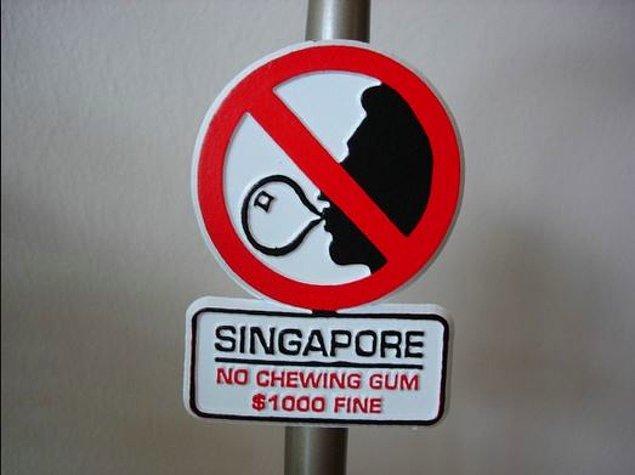 9. Hakkında onlarca mit dolaşsa da Singapur'da sakız çiğnemek 1992'den beri yasaktır.