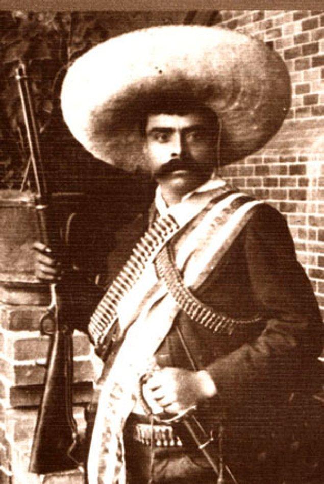 3. Zapata'nın ailesi, varlıklı olmamasına ve her an büyük bir yoksullukla karşı karşıya kalma tehlikelerine rağmen, Porfirio Diaz'ın diktatörlük yönetimine boyun eğmeyerek topraklarını korumaya devam etti.