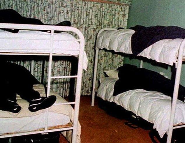 14. 1997 yılında gerçekleşen San Diego, Kaliforniya'daki Heaven's Gate intiharından sonraki görüntü.