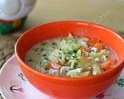 Tavuklu ve Sebzeli Şehriye Çorbası