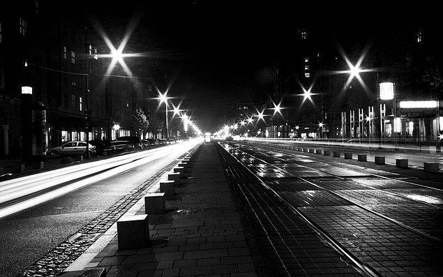 """17. """"Gece en karanlık ve ebedi göründüğü zaman gün ışığı en yakındır. Her gecenin bir sabahı vardır."""""""