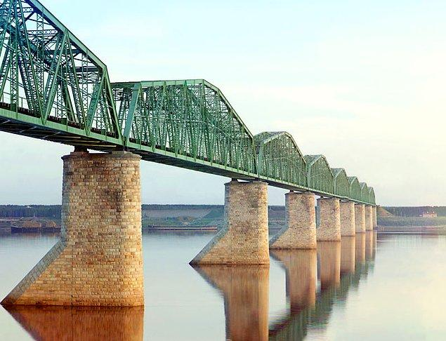 5. Kama nehri üzerindeki demiryolu köprüsü (1905-1915)